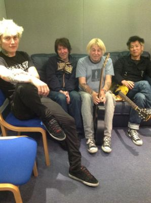 Picture by Yuko of the Subs in the studio for the recording of XXIV - click to enlarge
