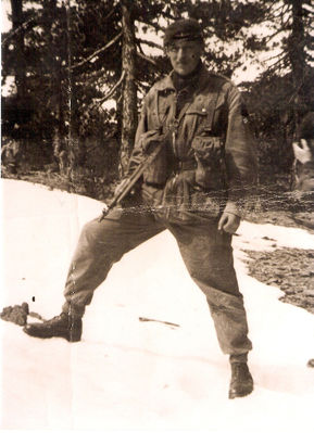 My father in full Para regalia with sten-gun at the ready - click image to enlarge