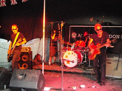 Paul on stage with the Flying Padovanis - click to enlarge